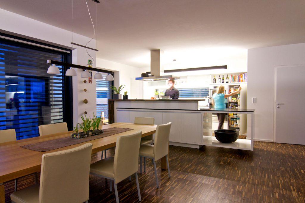 © Loxone Smart Home Innenbeleuchtung Küche